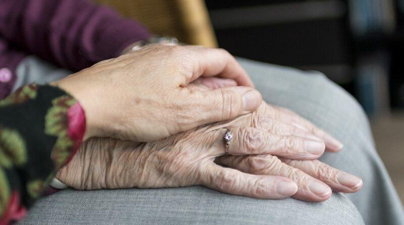 Cooperativa realiza telemonitoramento de beneficiários com mais de 70 anos