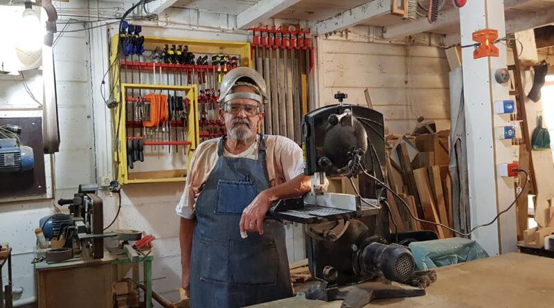 A arte de transformar madeira em significado