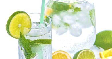 Não espere sentir sede para beber água