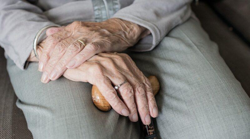 Dicas de saúde: como prevenir a queda dos idosos