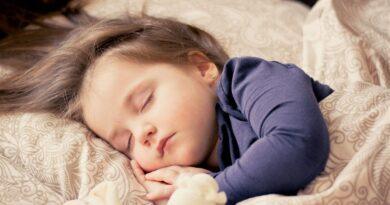 Criança precisa dormir cedo?