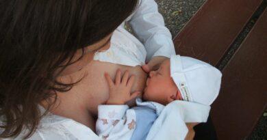 Amamentação estabelece vínculo único entre mãe e bebê